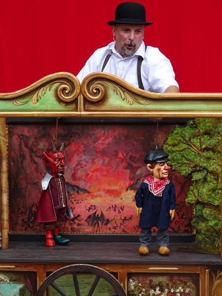 """Les Royales Marionnettes: """"La porte du Diable"""""""
